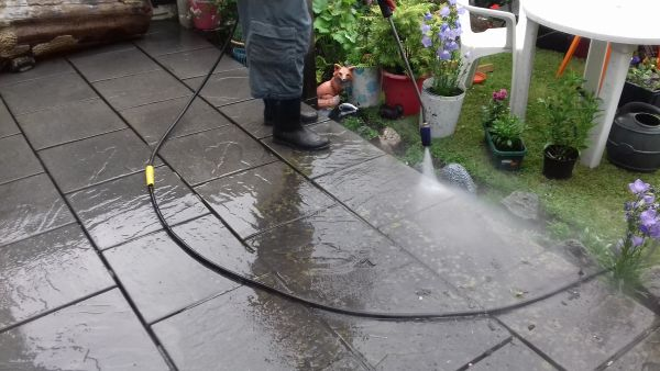 Pressure Washing in north cheam